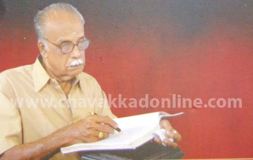 രാധാകൃഷ്ണന് കാക്കശ്ശേരി  മുഴക്കോലും വരവടിയുമായി അശീതിയുടെ നിറവില്