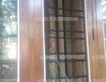 കൗണ്സിലറും സി.പി.ഐ. നേതാവുമായ അഭിലാഷ് ചന്ദ്രന്റെ വീടിനു നേരെ കഞ്ചാവു മാഫിയയുടെ അക്രമം