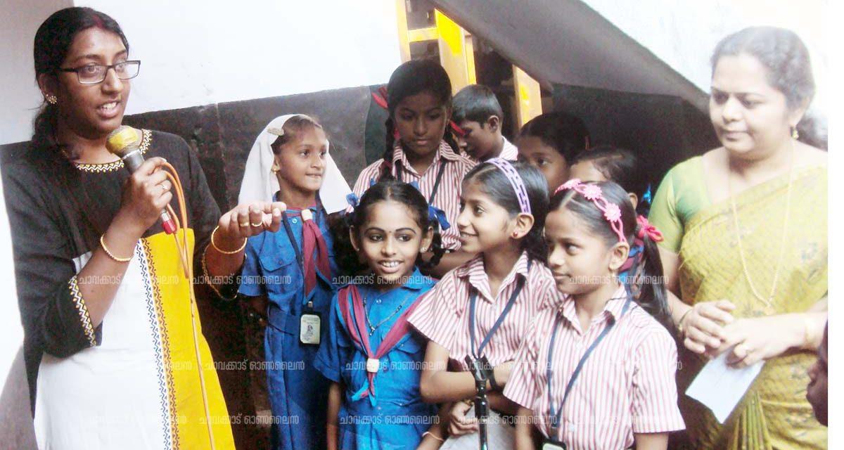 ആദ്യാക്ഷരം നുകര്ന്ന സ്കൂളിലെത്തിയ യുവശാസ്ത്രജ്ഞയെ സ്വീകരിച്ചത് ചെറിയ വായിലെ വലിയ ചോദ്യങ്ങള്