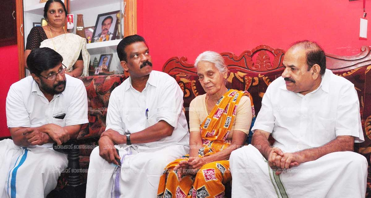 സി കെ കുമാരന്റെ കുടുംബത്തെ കോടിയേരി സന്ദര്ശിച്ചു