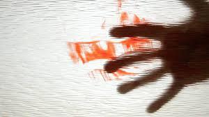 ഡോക്ടറുടെ അശ്രദ്ധ – കൈപ്പത്തിക്കുള്ളിൽ ചില്ലുകഷണവുമായി യുവാവിനു കഴിയേണ്ടിവന്നതു പത്തരമാസം