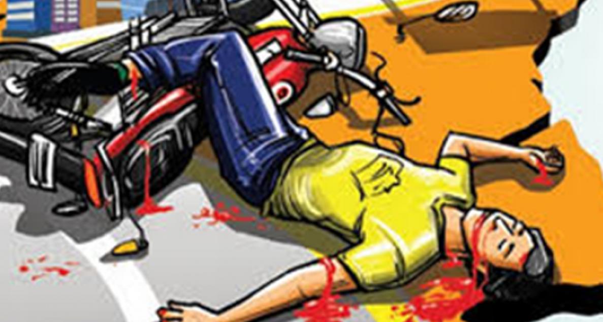 ലോറിക്ക് പിറകില് ബൈക്കിടിച്ച് യുവാവ് മരിച്ചു – നാട്ടുകാര് റോഡ് ഉപരോധിച്ചു