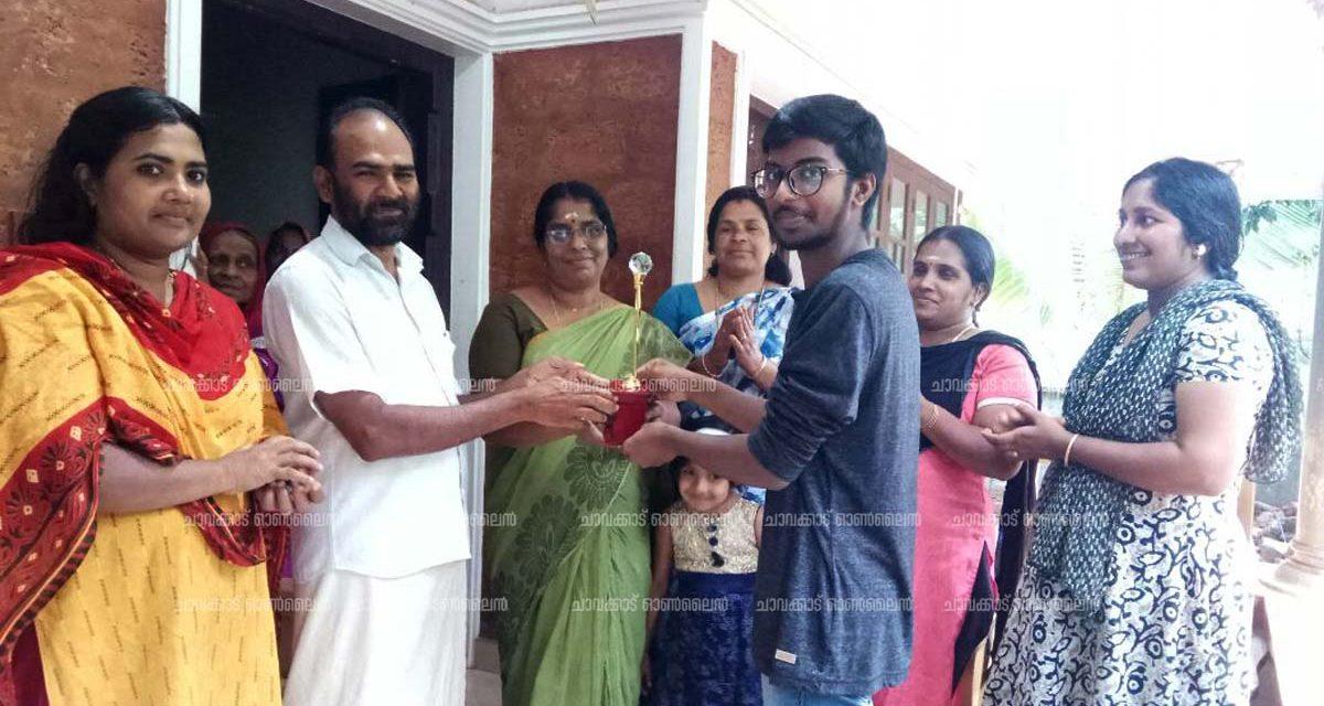 ജനാധിപത്യമഹിള അസോസിയേഷൻ വിദ്യാഭ്യാസ പുരസ്കാരം നല്കി